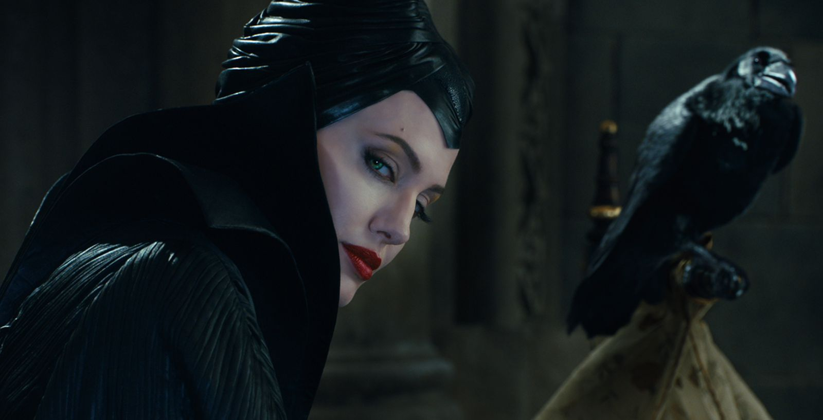 http://www.cinemafia.ru/upload/images/2014-05/537d2aea841dafe0146aa91a_maleficent-5.jpg