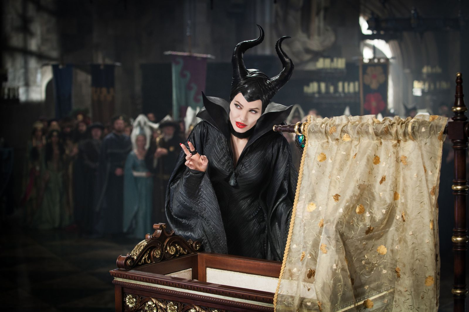 http://www.cinemafia.ru/upload/images/2014-05/537d2b0c9f1b77a8393079d2_maleficent-2.jpg